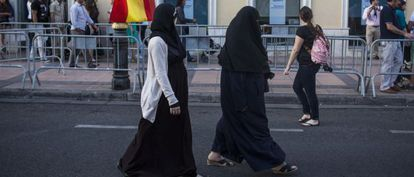 Muslim women are also being recruited by radical islamists to go to Syria and Iraq.