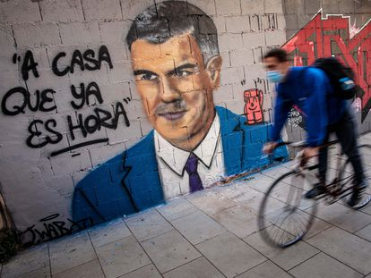 "A mural of Spanish Prime Minister Pedro Sánchez by graffiti artist J. Warx in Valencia. The message reads: ""It's time to go home."""