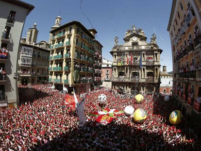 Thousands of people celebrate the beginning of the 2016 Festival of San Fermín.