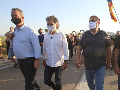 (l-r) Jailed separatist leaders Joaquim Forn, Jordi Cuixart, Oriol Junqueras and Raul Romeva outside Lledoners prison on Tuesday.