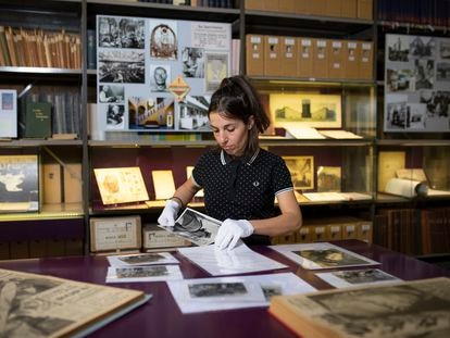 Spanish historian Almudena Rubio, one of the researchers at the International Institute of Social History, working last May on documents from the Spanish Civil War.