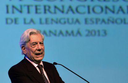 Nobel Prize-winning author Mario Vargas Llosa speaking at the Spanish Language Conference in Panama.