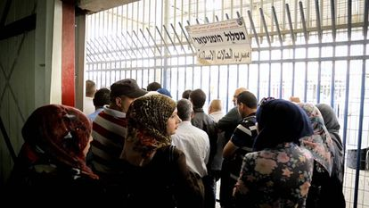 Lines at the Qalandia checkpoint.