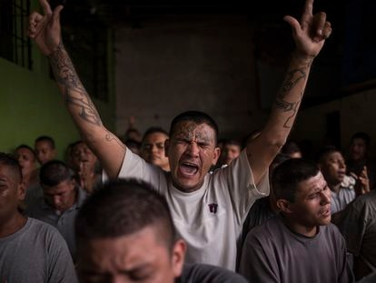 Video: Inmates in the Gotera prison (Spanish captions).