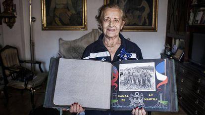 Montserrat Tresserras with the Order of Sports Achievement.