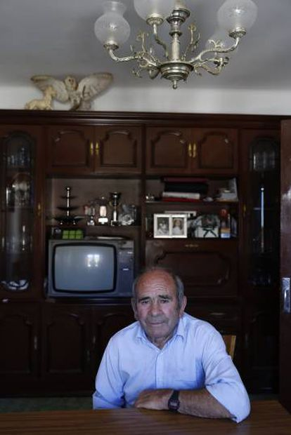 Moisés Las Heras, 80, the only villager who lives in Ituero in winter.