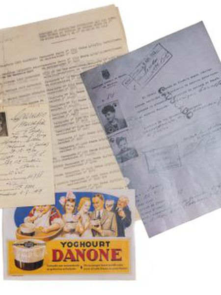 Visas obtained by Spain's consul general in Paris, Bernardo Rolland, for, among others, Danone owner Daniel Carasso.