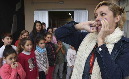 Haridian Betancort gives a silbo gomero class in La Matanza de Acentejo school (Tenerife).