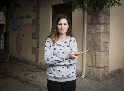 """Laura García, 26, teaches in the Casa de Niños in Torremocha del Jarama. She moved here with her parents from Malasaña – in the center of Madrid – when she was seven. Although she is happy with small-town life, she is studying for civil servant exams which will give her more job stability and allow her to live closer to the capital. """"The worst thing about living here is that it takes an hour and 15 minutes to get to Madrid on the bus,"""" she says."""