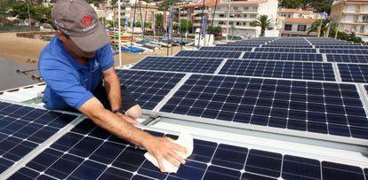 Solar panels being installed at the Club Nautico de L'Estartit (Girona).