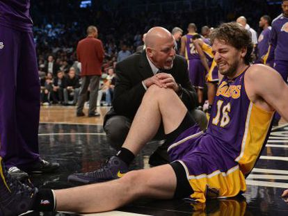 Los Angeles Lakers' Pau Gasol grimaces after injuring himself against the Brooklyn Nets.