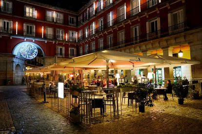 An outdoor café at Plaza Mayor square in Madrid.