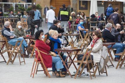 A sidewalk café in Spain over the Easter break.