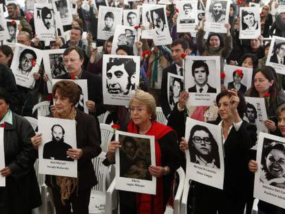 Michelle Bachelet, center, takes part in a ceremony last month to the torture victims of Villa Grimaldi.