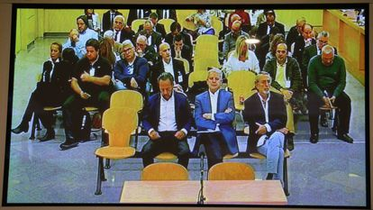 Gürtel mastermind Francisco Correa ( front row, right) in court.