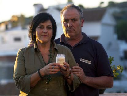 Gabriela González and Fernando Amador with the jar the police claimed contained narcotics.