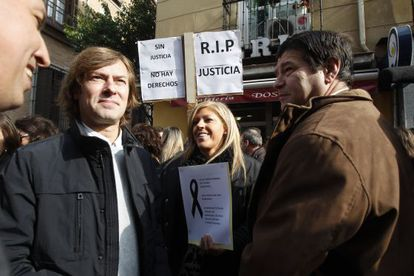 Judge Pedraz  (l) was among the protestors against court fees in Madrid today.