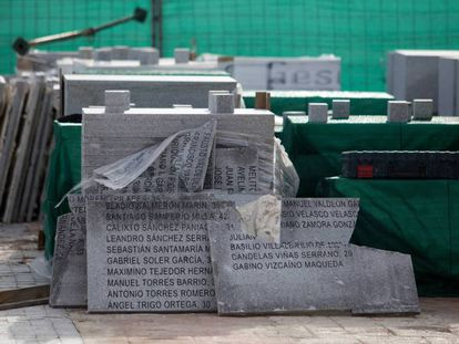 The plaques removed from the memorial in a Twitter video shared by José Luis Ábalos, the acting minister of public works.