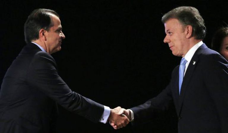 Zuluaga (l) and Santos shake hands before the debate.