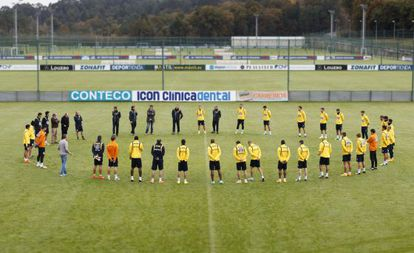 Deportivo players hold a minute's silence at their training session on Monday after the death of one of their 'ultra' fans.