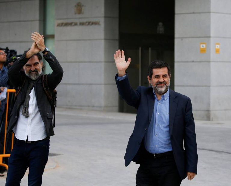 Jordi Cuixart (l), leader of Òmnium, and Jordi Sànchez of ANC as they arrive at the High Court in Madrid.