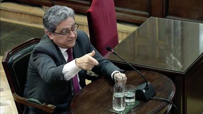 Ex-government delegate to Catalonia Enric Millo giving witness testimony.