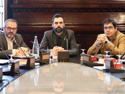 Catalan parliament speaker Roger Torrent (center) on Monday.