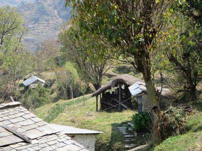 Approaching the remote village of Danda Kateri.