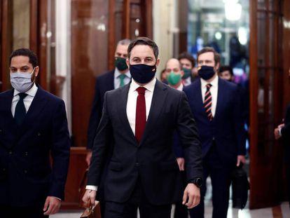 Vox leader Santiago Abascal (c) arrives in Congress today.