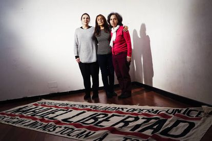 Candela Bosch, María Goretty Vergara and Rosa Prieto, mothers of three of the six young people arrested in 2015.