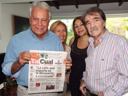 González (l) with journalist Teodoro Petkoff in Caracas.