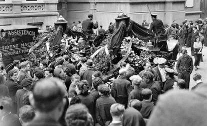 This newly discovered photo by Kati Horna shows the funeral of the anarchists Camillo Berneri and Francisco Barbieri in Barcelona in 1937.