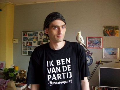Sven Olaf Kamphuis was arrested in Granollers for launching a massive denial of service cyberattack.