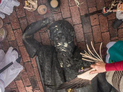 Members of the Muisca indigenous community perform a ritual burial of conquistador Gonzalo Jiménez de Quesada in Bogotá.