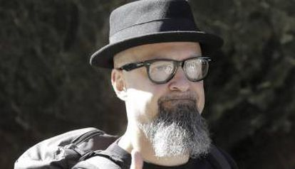 Def con Dos frontman César Strawberry has also been in trouble with the law over Twitter comments.