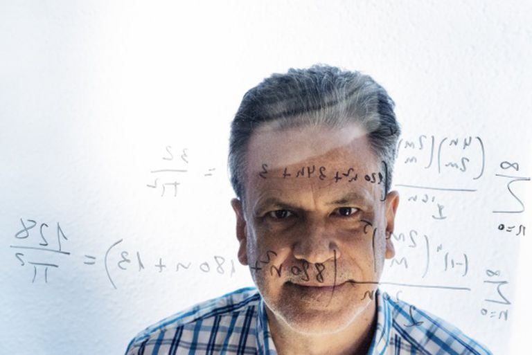 Jesús Guillera, with some of his formulas for pi.