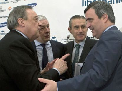 Florentino Perez, left, and secretary of state for sport Miguel Cardenal, at Thursday's breakfast meeting.