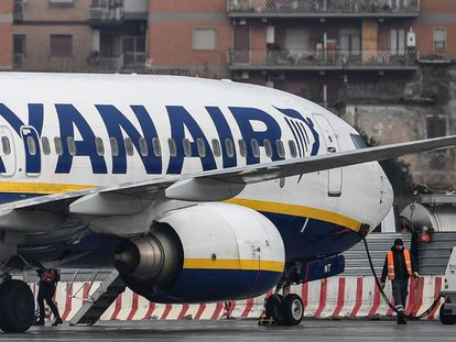 A Ryanair Boeing 737-8AS in Rome.