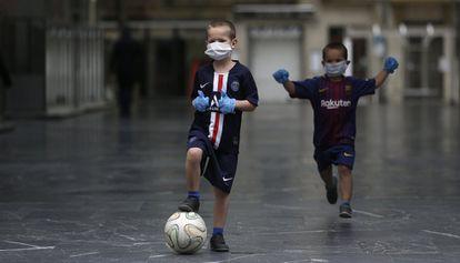 Two children playing soccer in San Sebastián.
