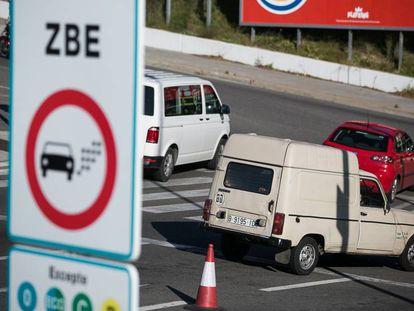 A sign designating the new ZBE low-emissions zone in L'Hospitalet de Llobregat in Barcelona.
