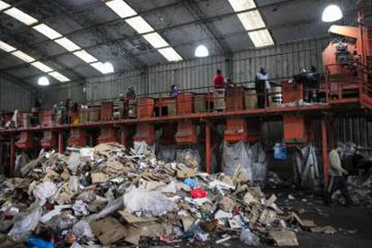 The recycling plant employs several undocumented people.