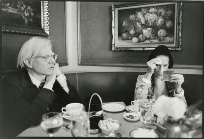Andy Warhol and fashion writer Diana Vreeland in New York in 1976.