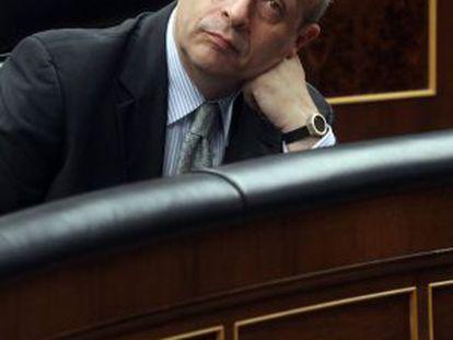 José Ignacio Wert listens to lawmakers in Congress.