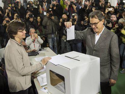 Artur Mas voting on Novermber 9, 2014.