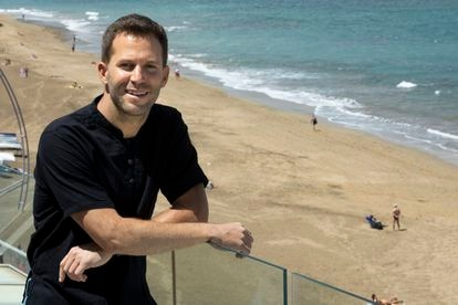 Juan Betancor, the manager of the real estate company Living Las Canteras.