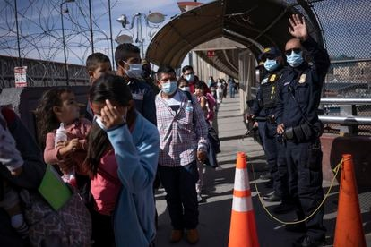Between 50 and 100 people are deported from the US every day at the Chihuahua border crossing.
