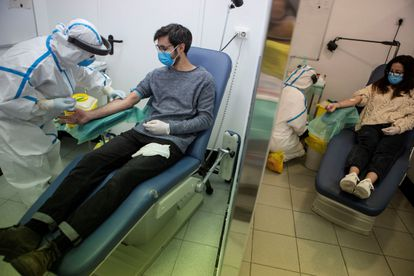 A health center in Barcelona tests patients for Covid-19 as part of the serology study organized by the Health Ministry.