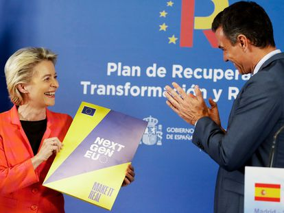 President of the European Commission Ursula von der Leyen with Spanish Prime Minister Pedro Sánchez at a presentation in June.