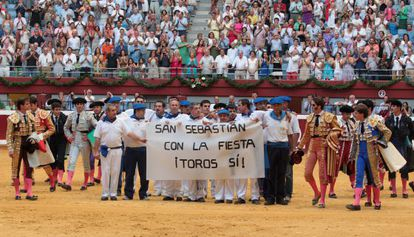 Fans of bullfighting protesting the ban that went into effect in August 2012.