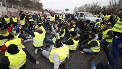 Taxi drivers blocking Avenida de la Hispanidad in Madrid on Tuesday.